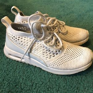 Nike fly knit air max women's size 5.5